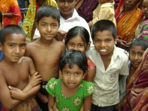 brac_microcredit_borrowers_and_children_gazipur_district_1_500x375 (1)